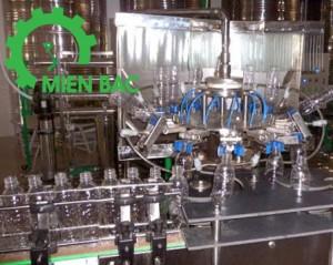 Máy chiết rót và đóng nắp chai theo yêu cầu của khách hàng