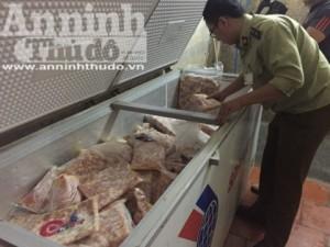 Kho tập kết số lượng lớn sụn gà, sụn lợn không rõ nguồn gốc tại Hà Nội